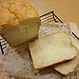 ご飯入り食パンをカット。